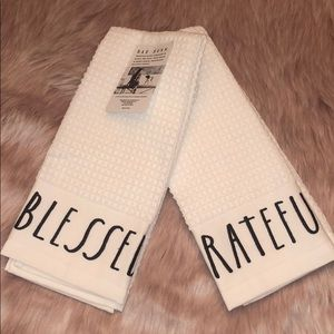 🆕 Rae Dunn BLESSED & GRATEFUL Kitchen Towels